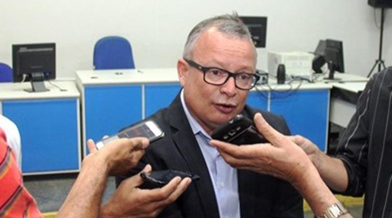 O Juiz da comarca de Coité reuniu a imprensa para informar sobre o recadastramento biométrico.