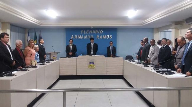 Oposição reage título de cidadão para governador