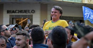 Bolsonaro diz que atentado foi político e que suspeita que o criminoso não agiu sozinho