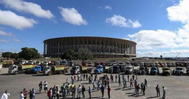 Caminhoneiros fazem protestos e ameaçam greve no Rio e São Paulo
