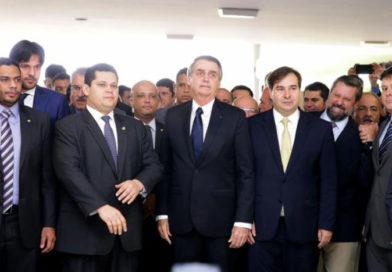 Bolsonaro entrega a deputados proposta da reforma da Previdência