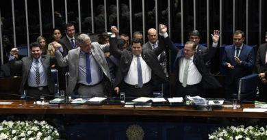 José Ronaldo e ACM Neto comemoram vitória do Democratas