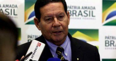 Mourão disse que o Exército vai reforçar ações em praias atingidas por óleo