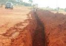 Paraguaios cavam valas para impedir que brasileiros entrem no país